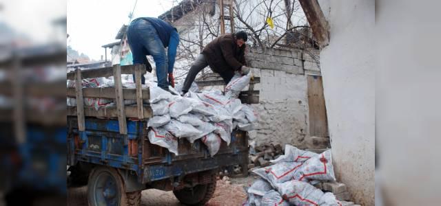 Tokat'ta 3 bin 500 aileye 1.5 ton kömür yardımı