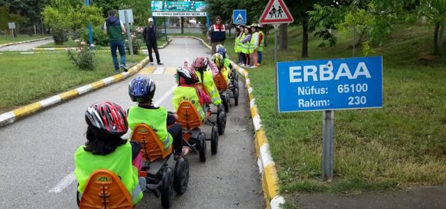 Jandarma'dan çocuklara uygulamalı trafik eğitimi