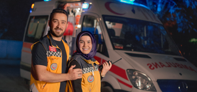 Ambulansta evlendiler