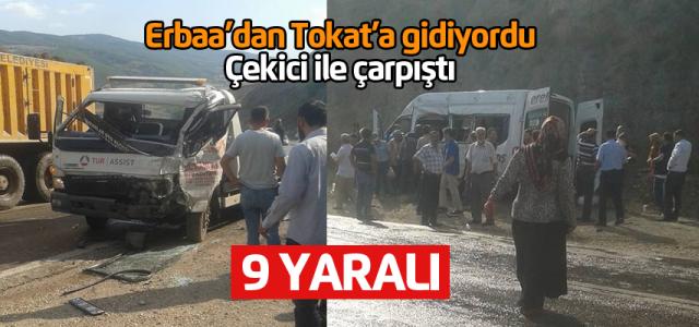 Erbaa'dan Tokat'a giden minibüs kaza yaptı: 9 yaralı