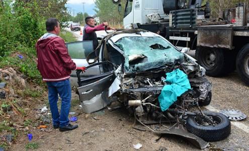 Beton pompa aracına çarpan otomobilin sürücüsü öldü
