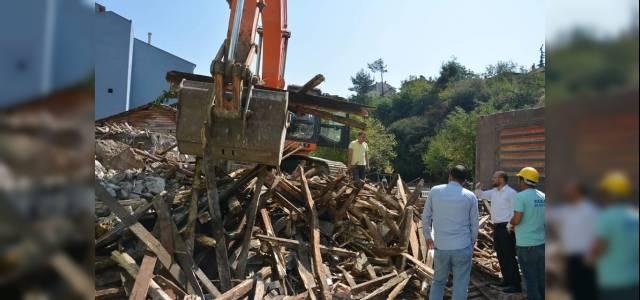 Niksar'da 20 Yıldır Yıkılamayan Bina Yıkıldı
