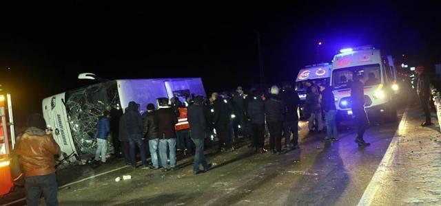 Amasya'da Otobüs Devrildi: 2 Ölü, 15 Yaralı