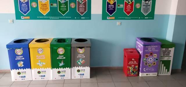 Erbaa Belediyesi 41 okula atık kutusu yerleştirdi