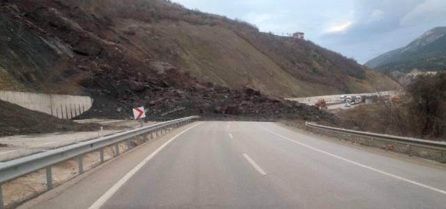 Tokat'ta Heyelan Nedeniyle Karayolu Kapandı