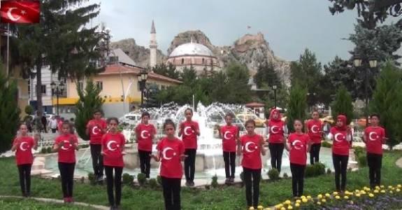 Köy Okulu Öğrencilerinden İşaret Diliyle İstiklal Marşı