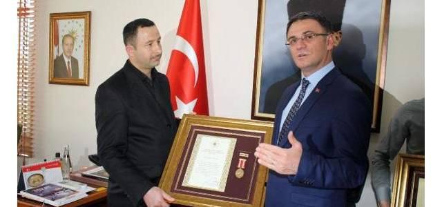 Tokat'ta 15 Temmuz gazilerine övünç madalyası verildi