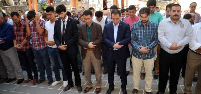 Ak Partili Başkan İçin Sivas ve Tokat'ta Gıyabi Cenaze Namazı Kılındı