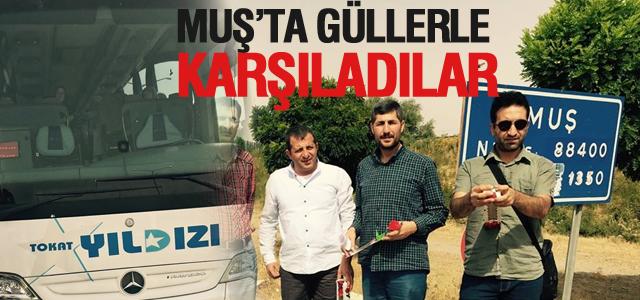 Ankara'da Taşladılar, Muş'da Güllerle Karşıladılar