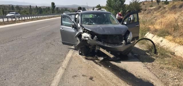 Erbaa'dan Ankara'ya giden Otomobil su kanalına çarptı: 4 yaralı