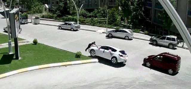 Gelin arabasının önüne yattı, ölümden döndü