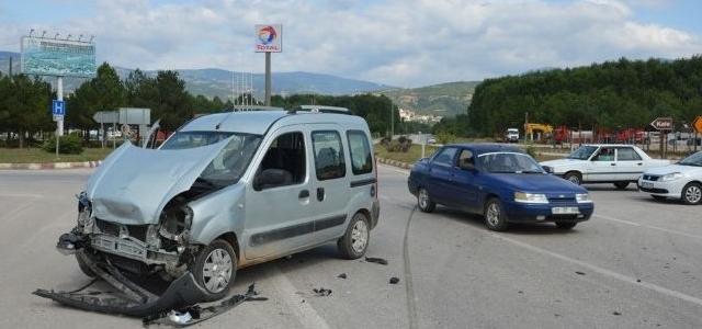 Niksar'da Trafik Kazası: 3 Yaralı
