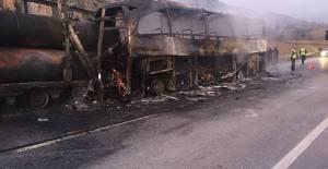 Çorum'daki Otobüs Kazasında Ölen Minik Betül ve Annesi Toprağa Verildi