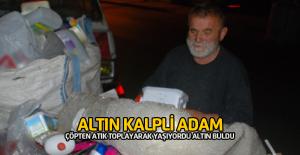Atık Kağıt Ararken Bulduğu Altınları Polise Teslim Etti