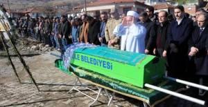 Ampute Milli Takım Kaptanı Osman Çakmak'ın annesi toprağa verildi