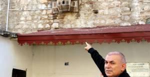 Hamam girişindeki 500 yıllık 'kuş sarayı'