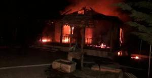 Tokat'ta İki Katlı Çiftlik Evi Alev Alev Yandı