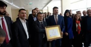 Başkan Eroğlu, mazbatasını aldı
