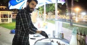 İnternetten öğrendiği Tayland usulü dondurma, geçim kaynağı oldu