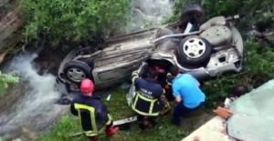 Tokat'ta otomobil dereye uçtu: 4 yaralı
