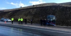 Mahkumları taşıyan nakil aracı devrildi: 5'i asker 9 kişi yaralandı