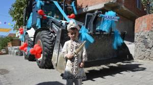 Belediyenin Kepçesi, sünnet arabası oldu