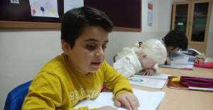 Görme engelli öğretmene öğrencilerinden sürpriz