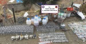 Turhal'da 365 litre damıtılmış alkol ele geçirildi