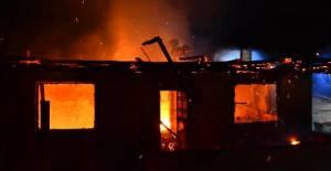 Erbaa'da İki Katlı Ev ve Bir Ton Tütün Yangında Kül Oldu