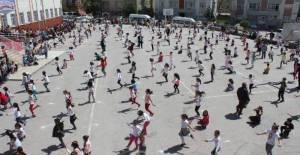 Tokat'ta 500 öğrenci aynı anda ip atlad