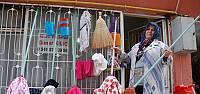 Bornoz parçalarını ekonomiye kazandıran kadının hayali fabrika açmak