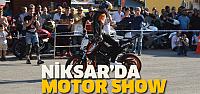 Motosiklet tutkunları Niksar'da şov yaptı