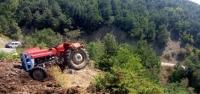 Traktör Şarampole Yuvarlandı: 2 Ölü, 4 Yaralı