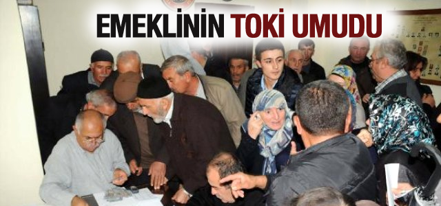 Tokat'ta Emekliler TOKİ'den Ev Umuduyla Derneğe Akın Etti