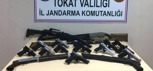 Düğünlerde yapılan denetimlerde çok sayıda silah ele geçirildi