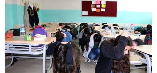 Deprem Tatbikatı, Öğrencileri Heyecanlandırdı