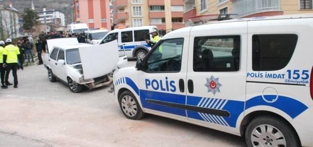 Kaçan Ehliyetsiz Sürücü Polis Otosuna Çarptı