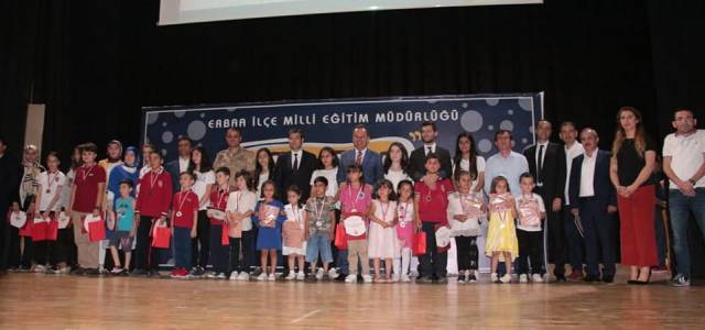 En çok kitap okuyan öğrenciler ödüllerini aldı