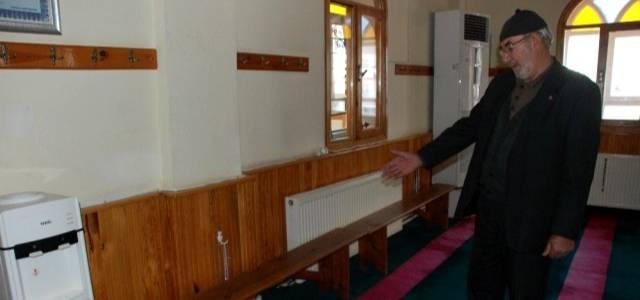 Diyanet'in kararı ile camilerde sabit oturaklar kaldırılmaya başlandı