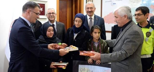 Tokat Valisi Balcı'dan dereceye giren öğrencilere ödül
