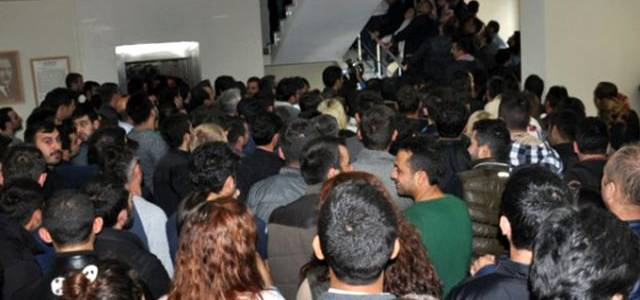 Yeni yılda ehliyet ve kimlik yenilemeye zam geleceği dedikoduları, vatandaşları nüfus müdürlüklerine akın ettirdi