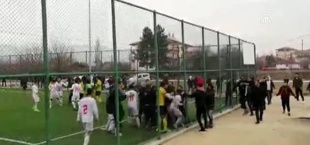 Amatör küme maçında kavga