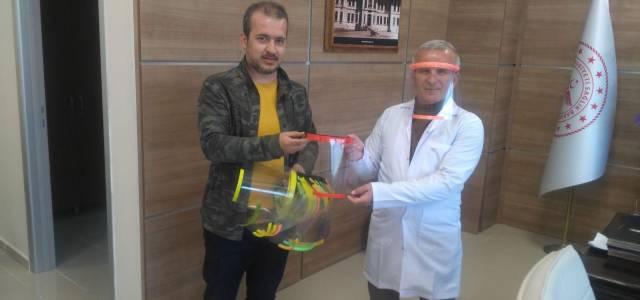 3 boyutlu yazıcılarla sağlık personeli için yüz siperliği üretiyorlar