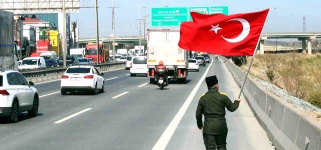 Dedesinin yolunda Türk Bayrağıyla 17 gün sürecek 400 kilometrelik yola çıktı!