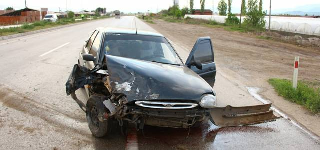 Erbaa'da iki otomobil çarpıştı: 2 yaralı