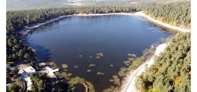 Kurt gölü eşsiz doğasıyla büyülüyor