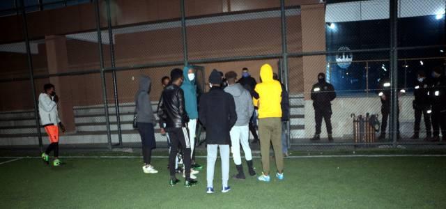 Kısıtlama saatinde maç yapan 12 siyahi öğrenci polise yakalandı
