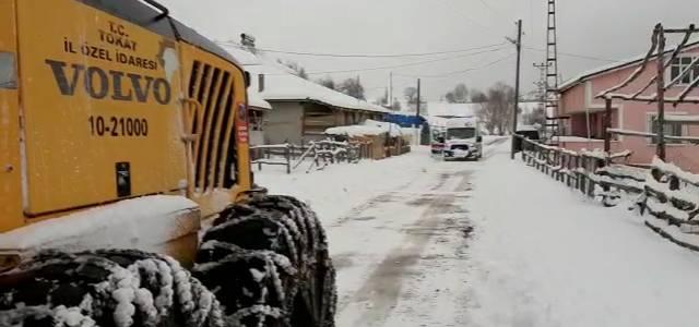 Yolu kardan kapanan köyde 92 yaşındaki hastaya ulaşmak için seferberlik