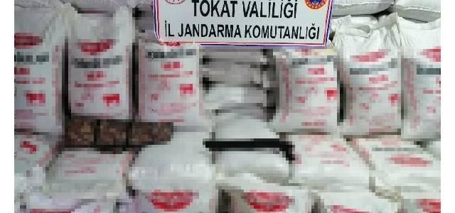 Tokat'ta, 120 bin liralık sahte hayvan yemi ele geçirildi