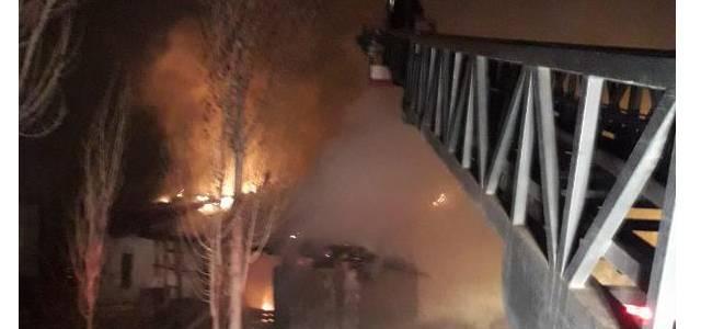 Tokat'ta, müstakil 2 evde çıkan 'şüpheli' yangında düğün çeyizi kül oldu